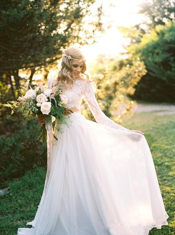 2017-new-romantic-two-pieces-bohemian-wedding-dresses-long-sleeves-lace-crop-top-chiffon-beach-country-wedding-gowns (1)_