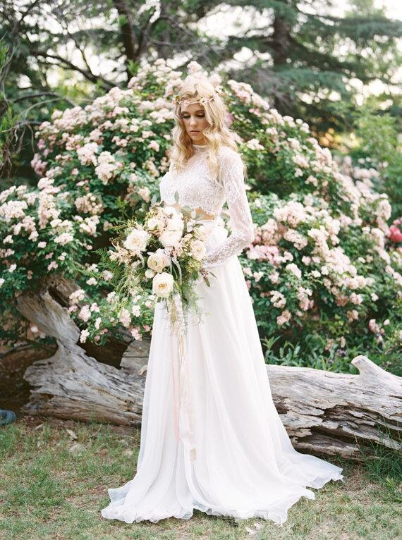 2017-new-romantic-two-pieces-bohemian-wedding-dresses-long-sleeves-lace-crop-top-chiffon-beach-country-wedding-gowns (3)_
